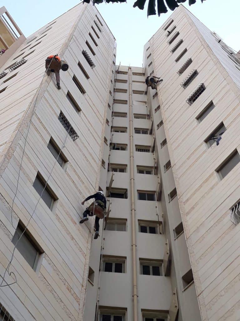 איטום קירות חיצוניים בבניין קומות