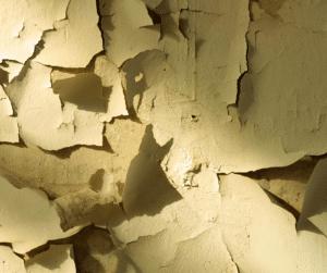 צו מבנה מסוכן - קירות מתקלפים